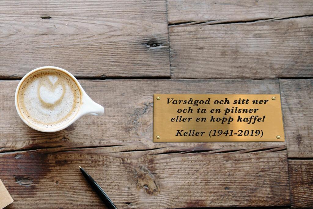 Caféskylt i mässing